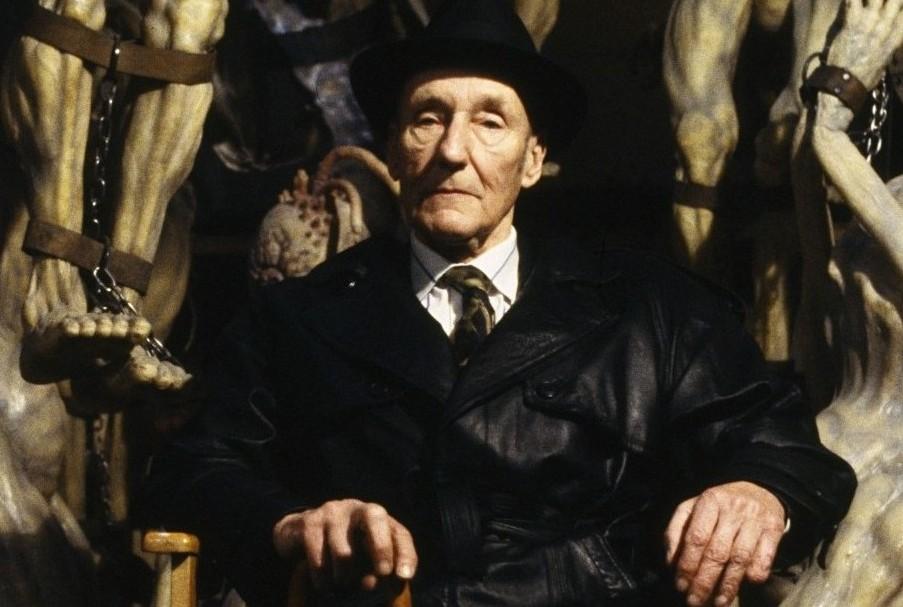 """el almuerWilliam-Burroughs-1024x614William Burroughs adelante de """"mugwumps"""", criaturas de la adaptación de David Cronenberg de """"El almuerzo al desnudo""""."""