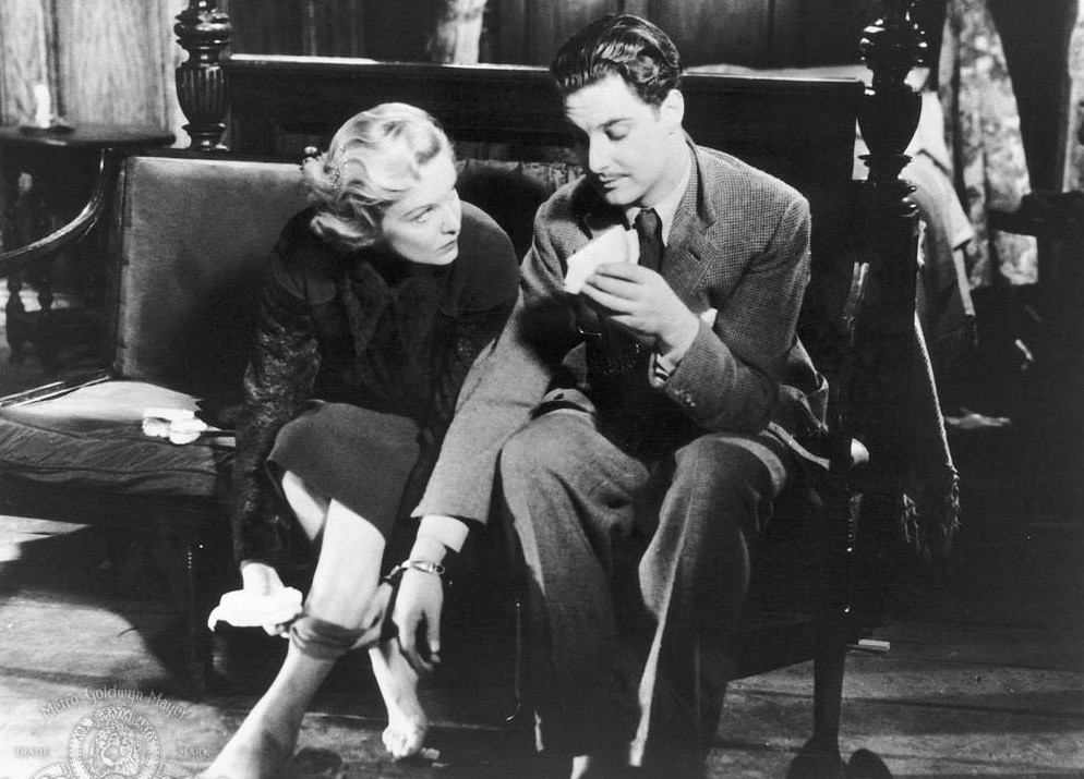still-of-madeleine-carroll-and-robert-donat-in-the-39-steps-(1935)-large-picture